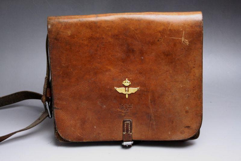 画像1: Vintage Military Leather Bagスウェーデン空軍  ショルダーバッグ/Sweden (1)